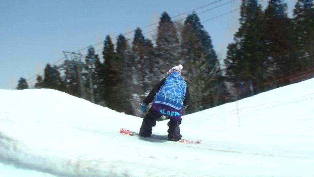 スノーボードウェア、ハイバックを見せない派