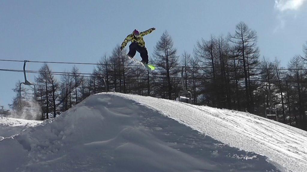 スノーボード テールグラブ