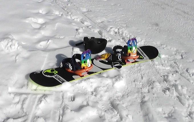 スノーボード、ビンディング、ヘルメット