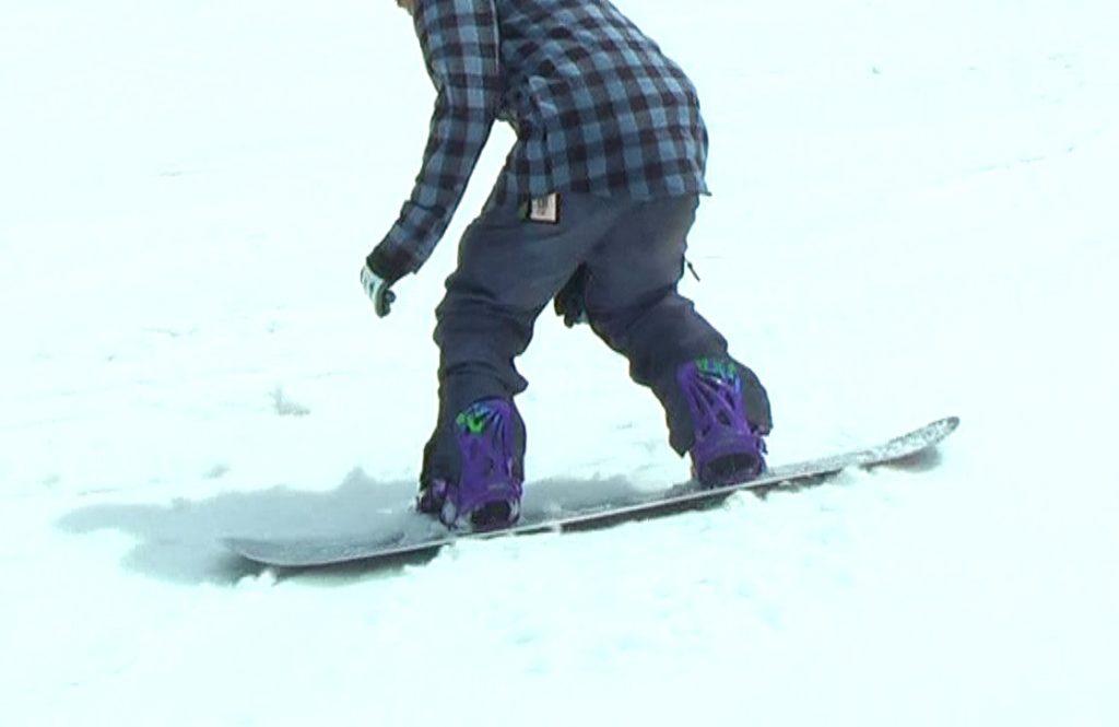 スノーボードウェア、ハイバック見せる派