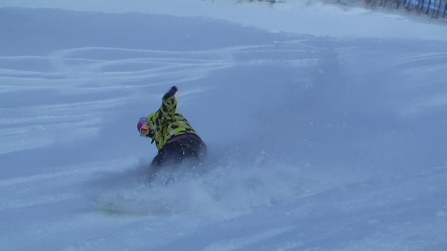 スノーボードパウダーライディング