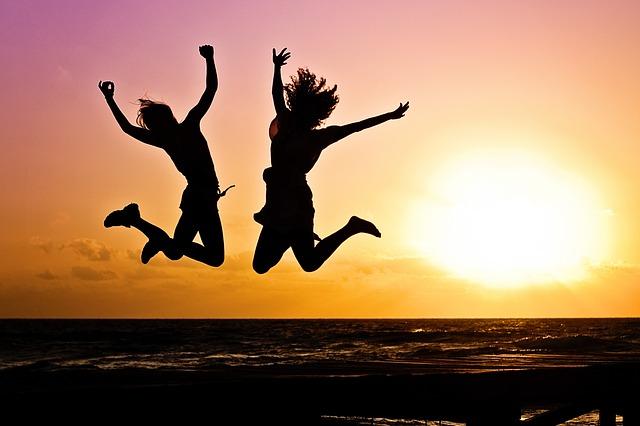 夕日にジャンプ、自由