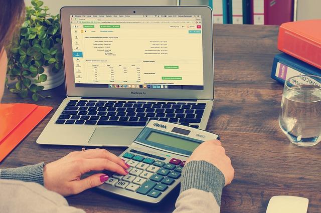ノートパソコン、税金、計算、計算機