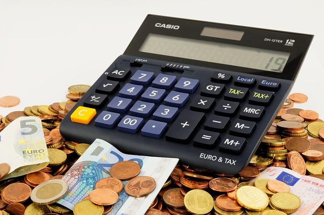 税金、電卓、お金