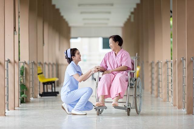 介護、笑顔、車椅子
