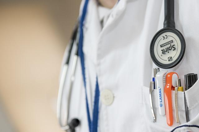 医師、病院、入院、手術、入院費