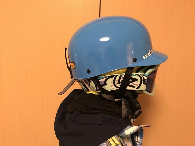 スノーボード、ヘルメットの着用