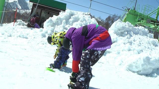 スノーボードのビンディング取り付け