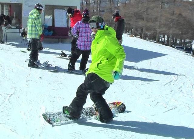 スノーボードでスケーティング