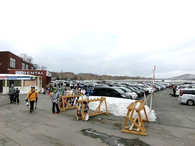 たんばらスキーパーク、駐車場とレンタルコーナー