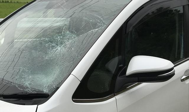 自動車フロントガラス破損