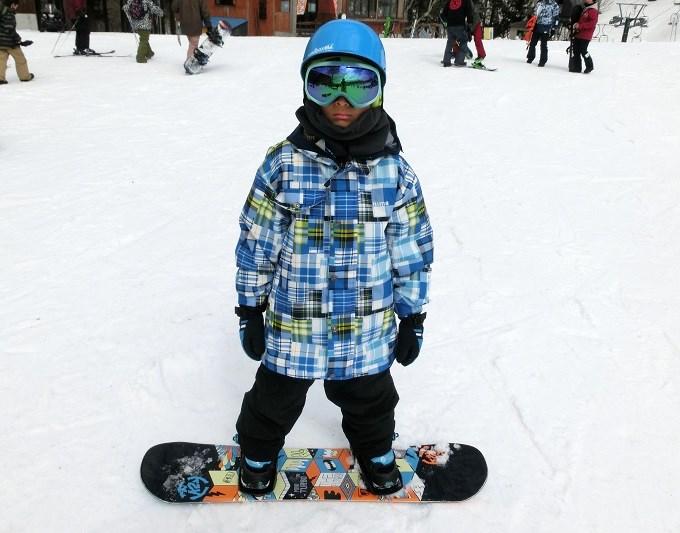 小学生にスノーボードを教える