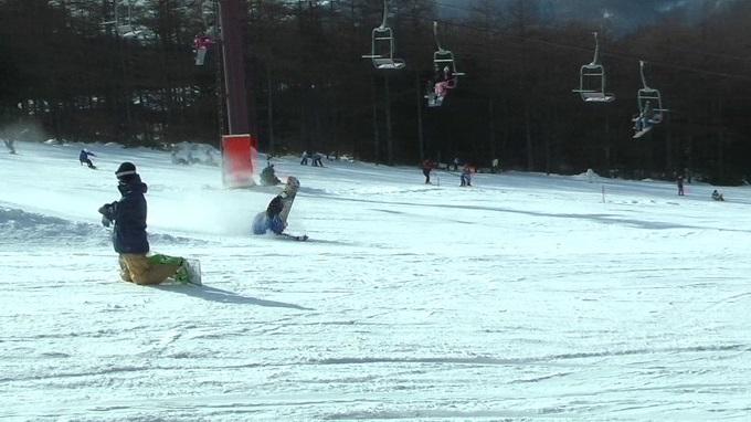スノーボードキッカーへのアプローチスピード出過ぎ(8)