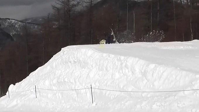 スノーボードキッカーへのアプローチスピード足りず(9)
