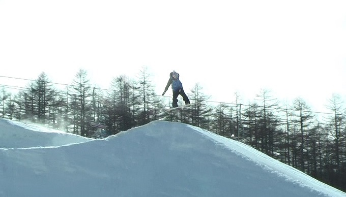 スノーボードキッカーへのアプローチスピード出過ぎ(4)